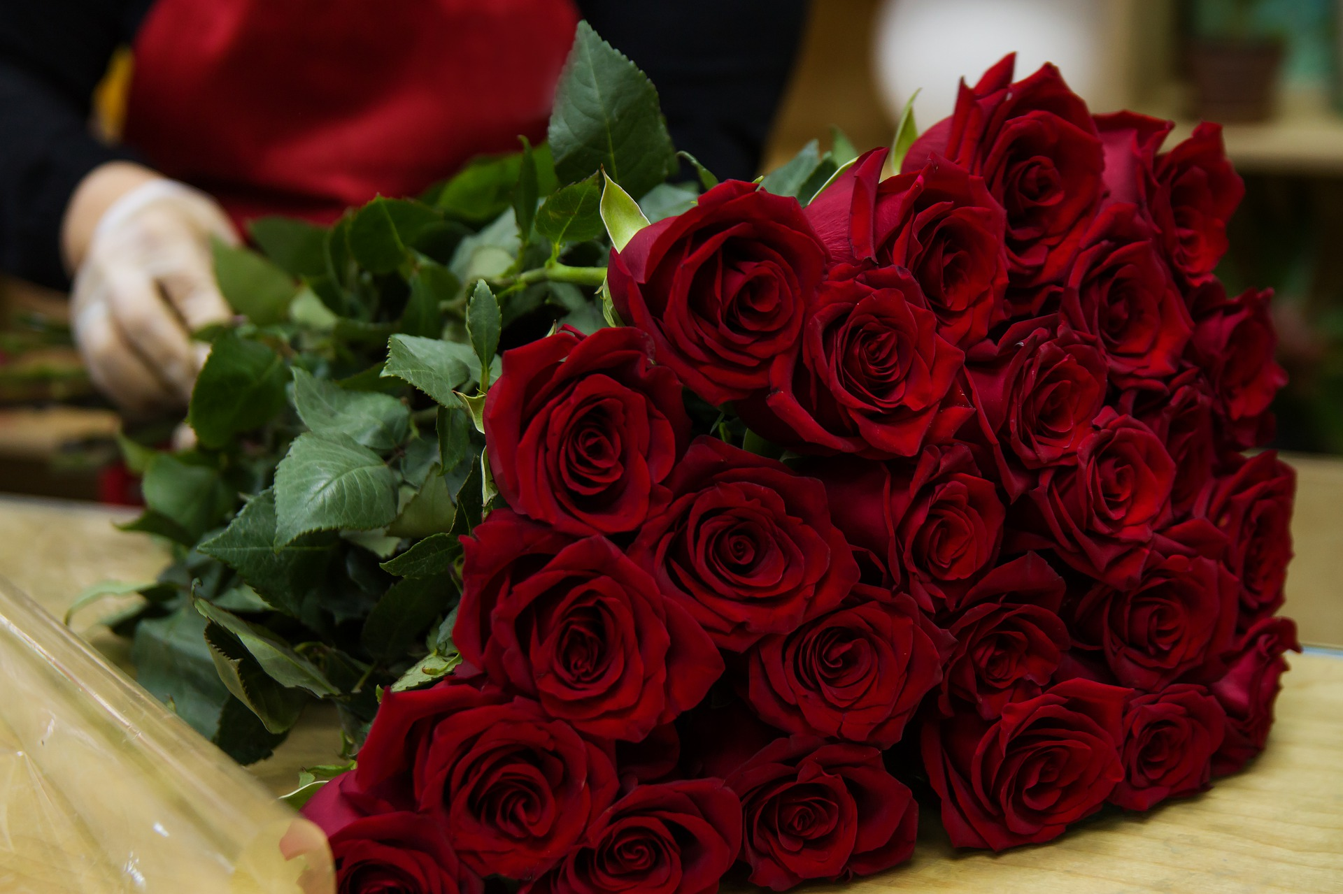 valentines day gift crimson red roses